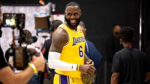 Why did Lakers' LeBron James switch his jersey number from 23 to 6?